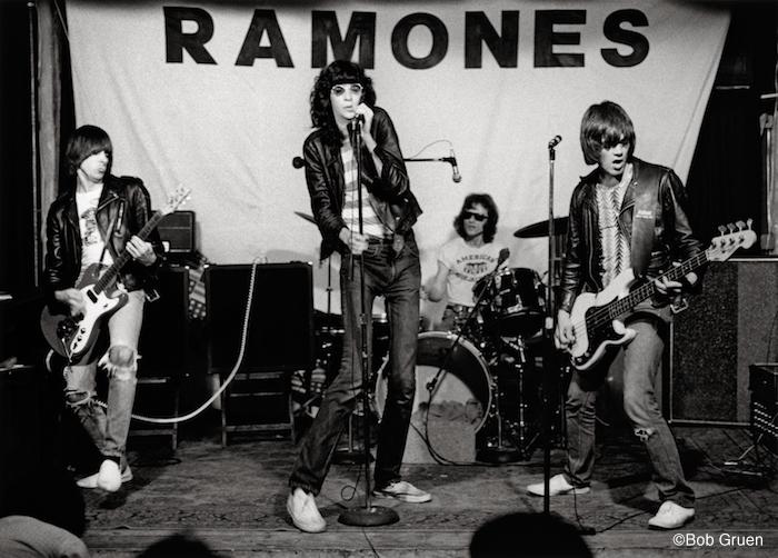 4_R-340_Ramones1975_Gruen 【チケプレ】ジョン・レノン、ツェッペリン、ピストルズ……ロック好き必見、BOB GRUEN写真展に5組10名様ご招待